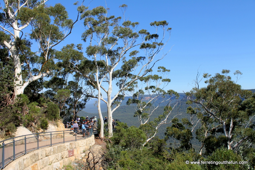 three sisters walking path blue mountains